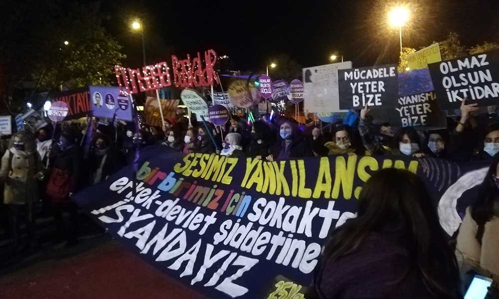 Kadınlar meydanlara çıktı: Erkek devletine karşı isyandayız