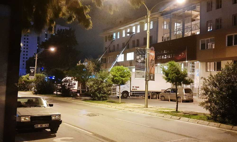 6.9'luk depremde hasar alan İzmir Bölge İdare Mahkemesi boşaltılıyor