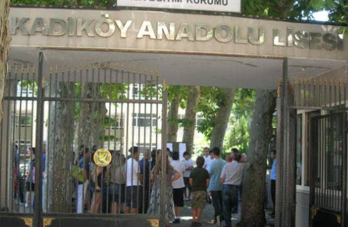 Kadıköy Anadolu Lisesi'nde veliler ayaklandı: Yatakhanede mantık aranmaz