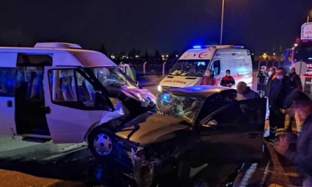 Askerleri taşıyan minibüs ile otomobil çarpıştı: 8 yaralı