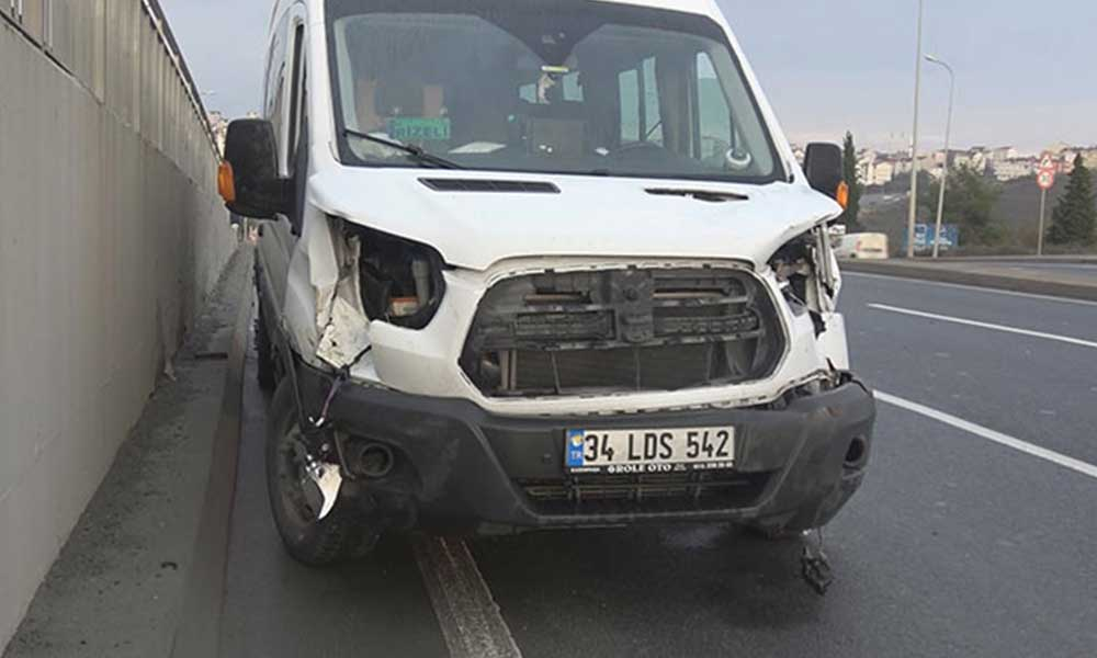Minibüs yola fırlayan iki ineğe çarptı: Bir ölü, bir yaralı