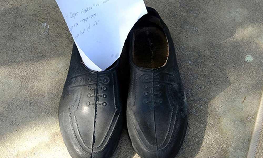 Yeni ayakkabıları alıp eskisini not yazıp bıraktı: Ayaklarım üşüyordu, hakkını helal et