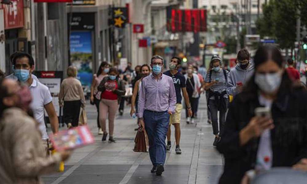 Sokakta maske takmamanın bahanesi sigara yasağı yayılıyor