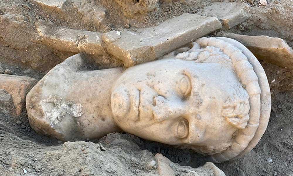 Laodikya Antik Kenti'nde 2 bin yıllık heykel bulundu