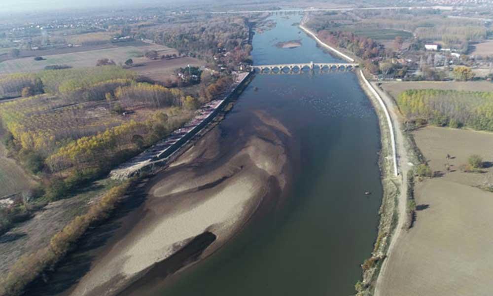 Son 90 yılın en kurak yılı olan 2020, Meriç Nehri'nde kum adacıkları oluşturdu