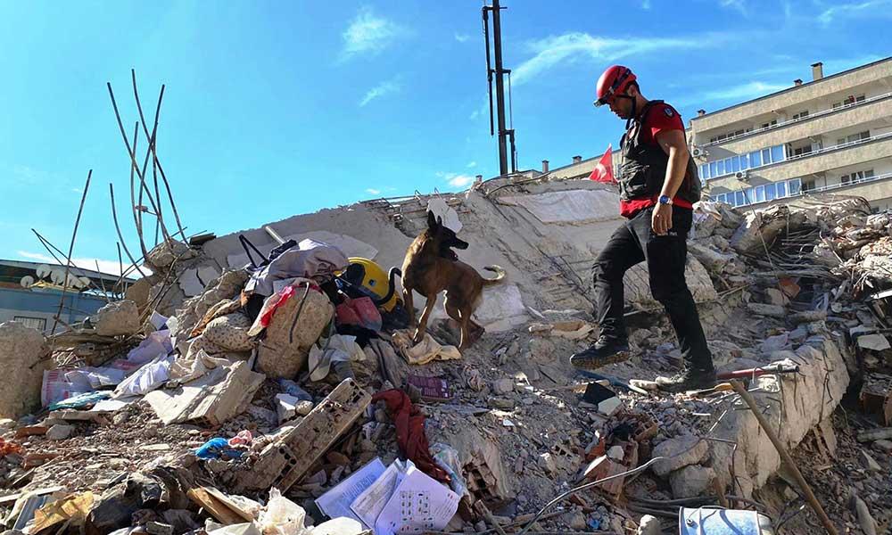 99 depreminde enkazdan çıkarıldı, İzmir depreminde can kurtardı: Tarifi zor bir duygu