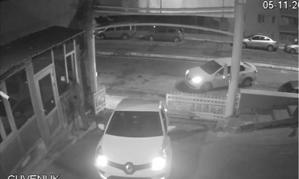 Kadın güvenlik görevlisine saldıran erkek, güvenlik kamerasına böyle yansıdı