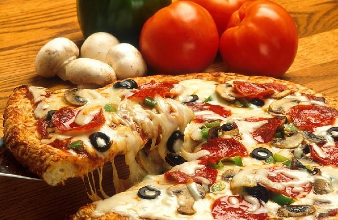 Kızılay'dan askıda pizza kampanyası