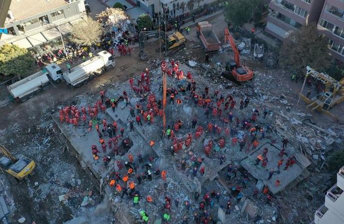 6,9'luk depremin vurduğu İzmir'de 71 saat sonra mucize bekleniyor!