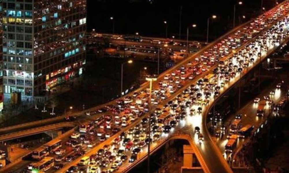 Sokağa çıkma yasağının ardından İstanbul'da trafik yoğunluğu yüzde 13'e düştü