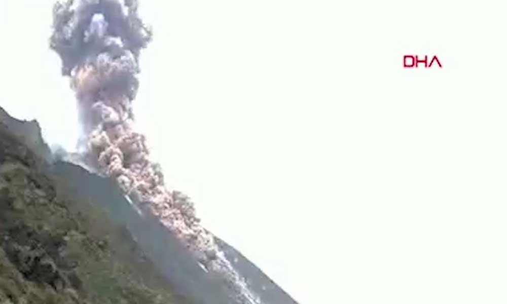 İtalya'da yanardağ patladı!