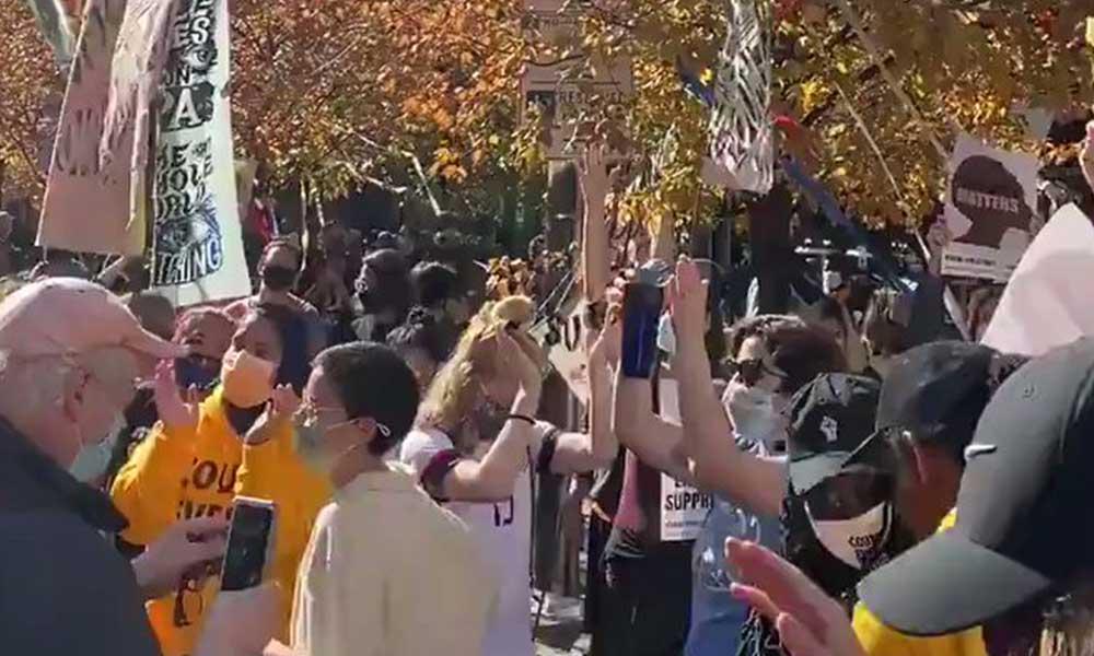 Demokratlar, Trump'ın seçim şarkısıyla dans etti