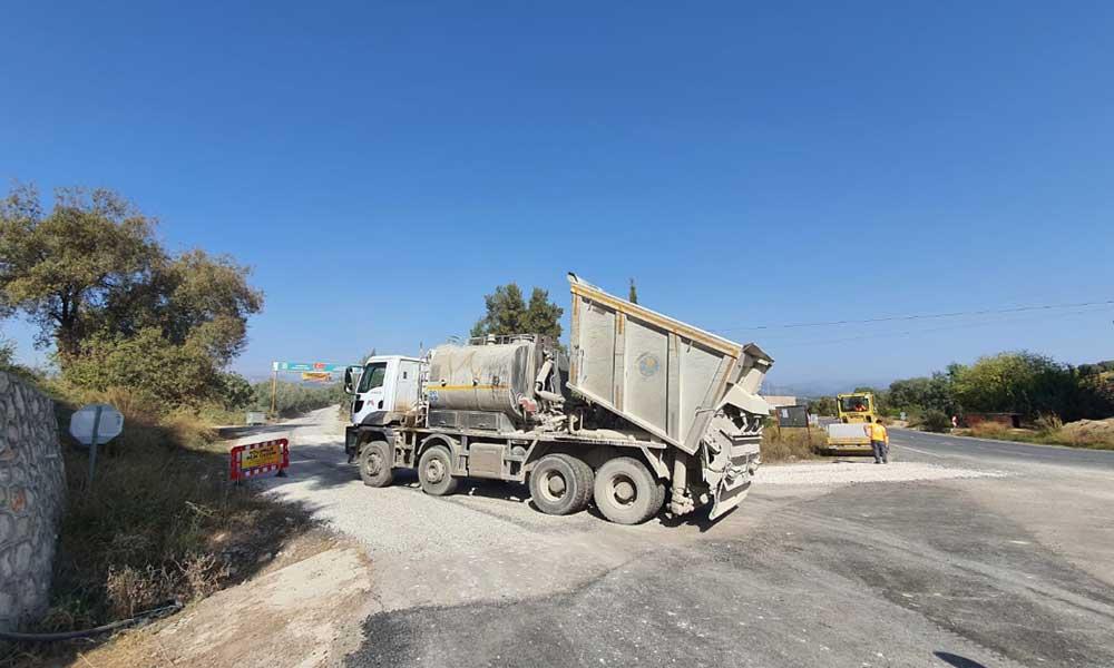 Tarsus'ta üç mahalle sorun yaratan yollar asfaltlandı