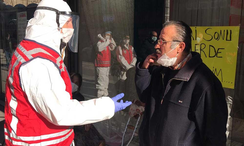 Sigara içme yasağından haberi olmadığını söyleyince, polis 'Sen bu dünyada yaşamıyor musun?' diye sordu