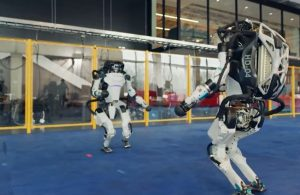 Boston Dynamics'in robotlarından akılalmaz yılbaşı gösterisi
