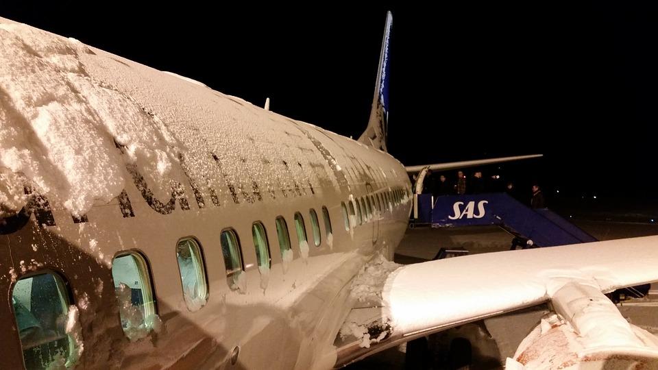 Kar fırtınası nedeniyle yüzlerce uçuş iptal oldu