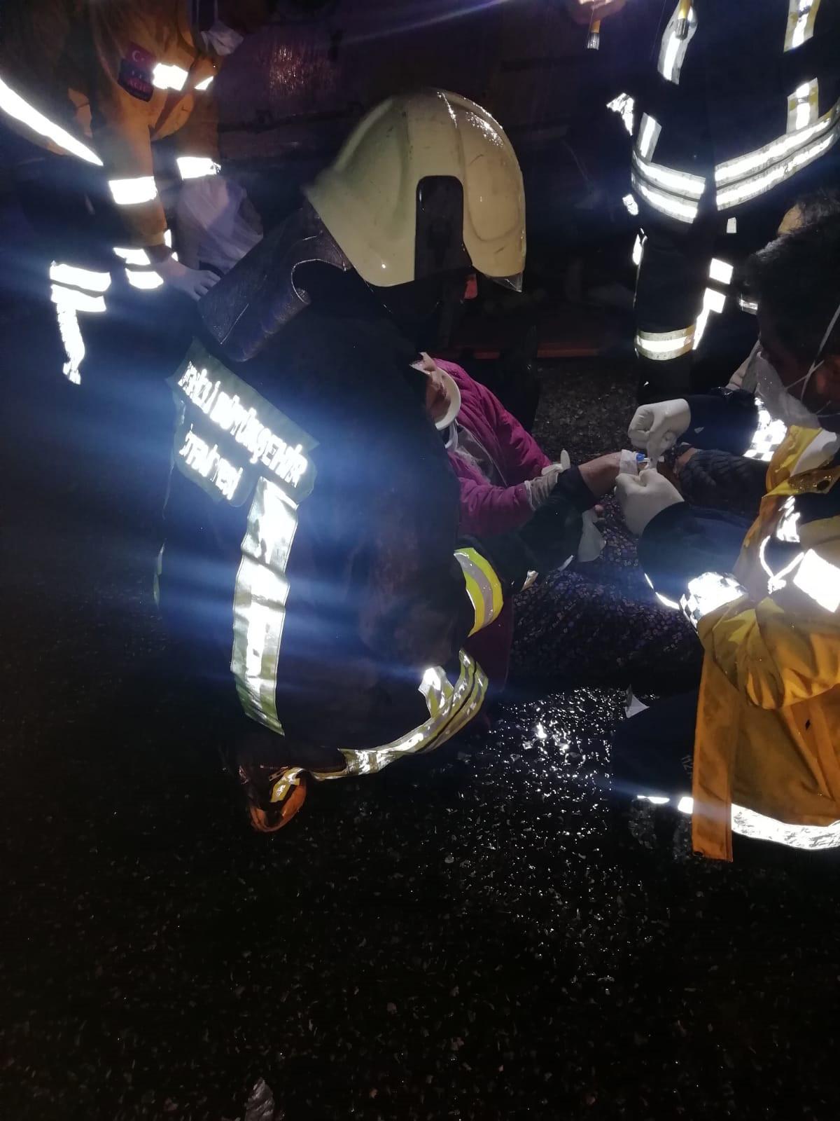 Tarım işçilerini taşıyan servis devrildi: 23 yaralı