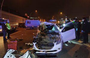 Alkollü sürücü ekmek yüklü kamyonete çarptı: 2 ölü, 2 yaralı