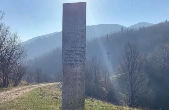 ABD'den sonra Romanya'da. Gizemli monolitlerin sırrı çözülemiyor