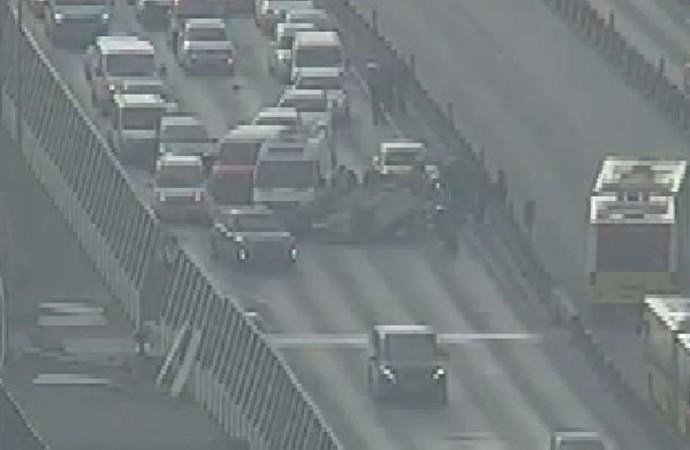 Haliç Köprüsü'nde otomobil takla attı