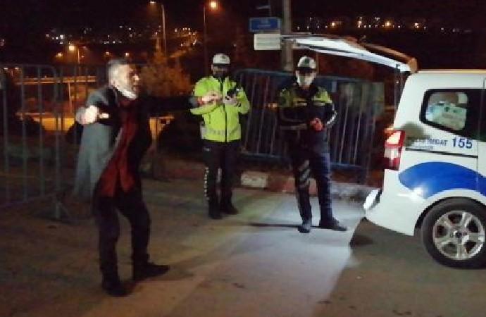 Kısıtlamada alkollü yakalanan sürücü, ceza yedikten sonra şarkı söyleyip dans etti