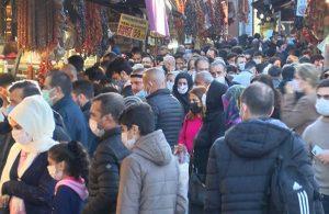 Eminönü'nde 4 günlük sokağa çıkma kısıtlaması yoğunluğu: Sosyal mesafe unutuldu!