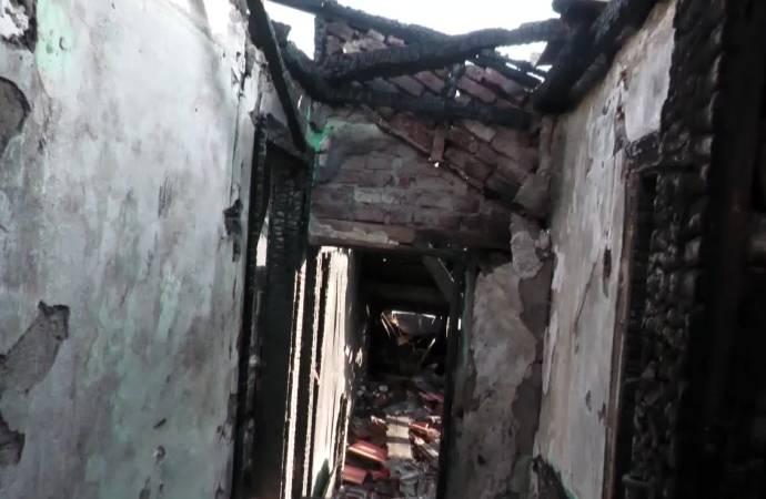 Yangın çıktı; Suriyeli sığınmacı aile pandeminin, krizin ortasında evsiz kaldı