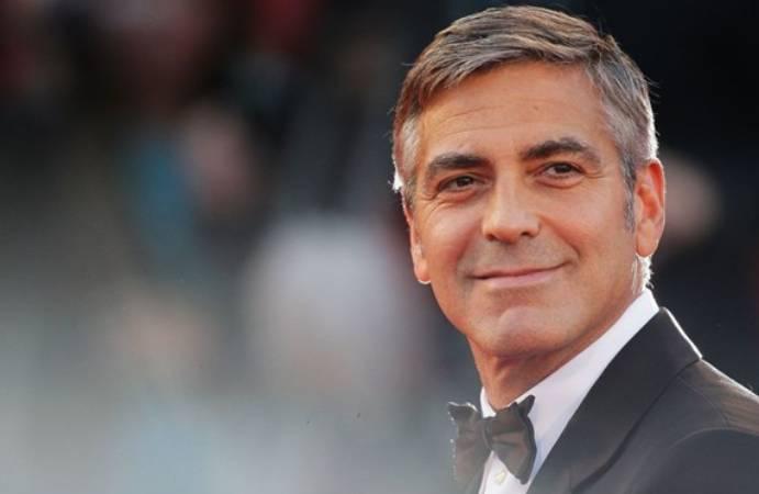 Filmi için 12 kilo veren George Clooney, hastaneye kaldırıldı
