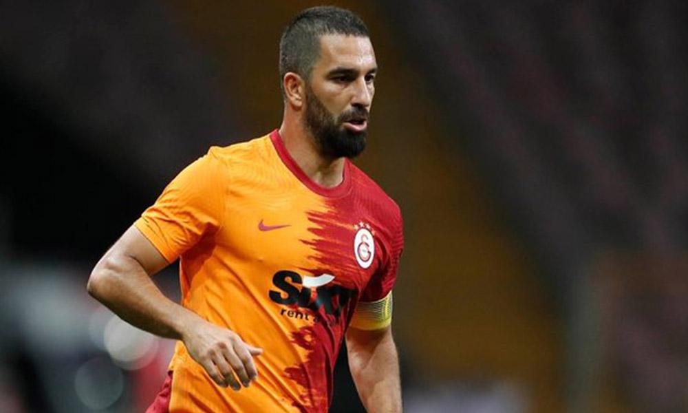 'Emekli ol' çağrısına, Galatasaray'ın kaptanı Arda Turan'dan sert tepki