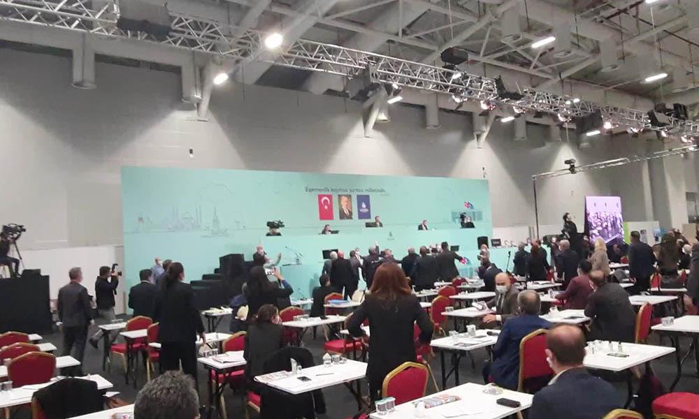 İBB Meclisi'nde tansiyon yükseldi! AKP'li başkanın sözleri tartışma çıkardı