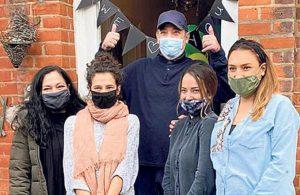 222 günlük koronavirüs mücadelesi… İngiltere'de kahraman ilan edildi