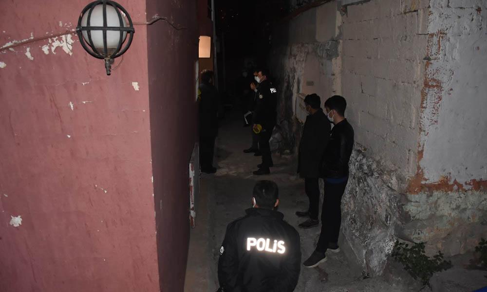 İzmir'de koca vahşeti! Öldürdüğü eşini halıya sarıp gizlemeye çalıştı