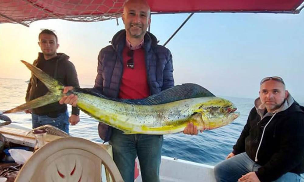 15 kiloluk lambuka balığı, Kuşadası'nda yakalandı