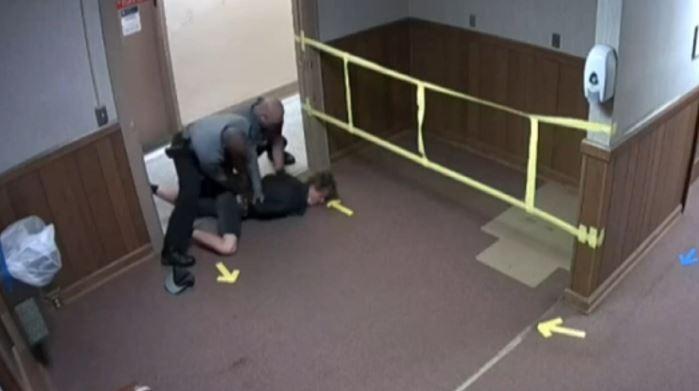 ABD'de nöbet geçiren genç gözaltına alındı, tepkiler gecikmedi