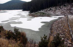 Bolu'da, Sarıalan Göleti buz tuttu