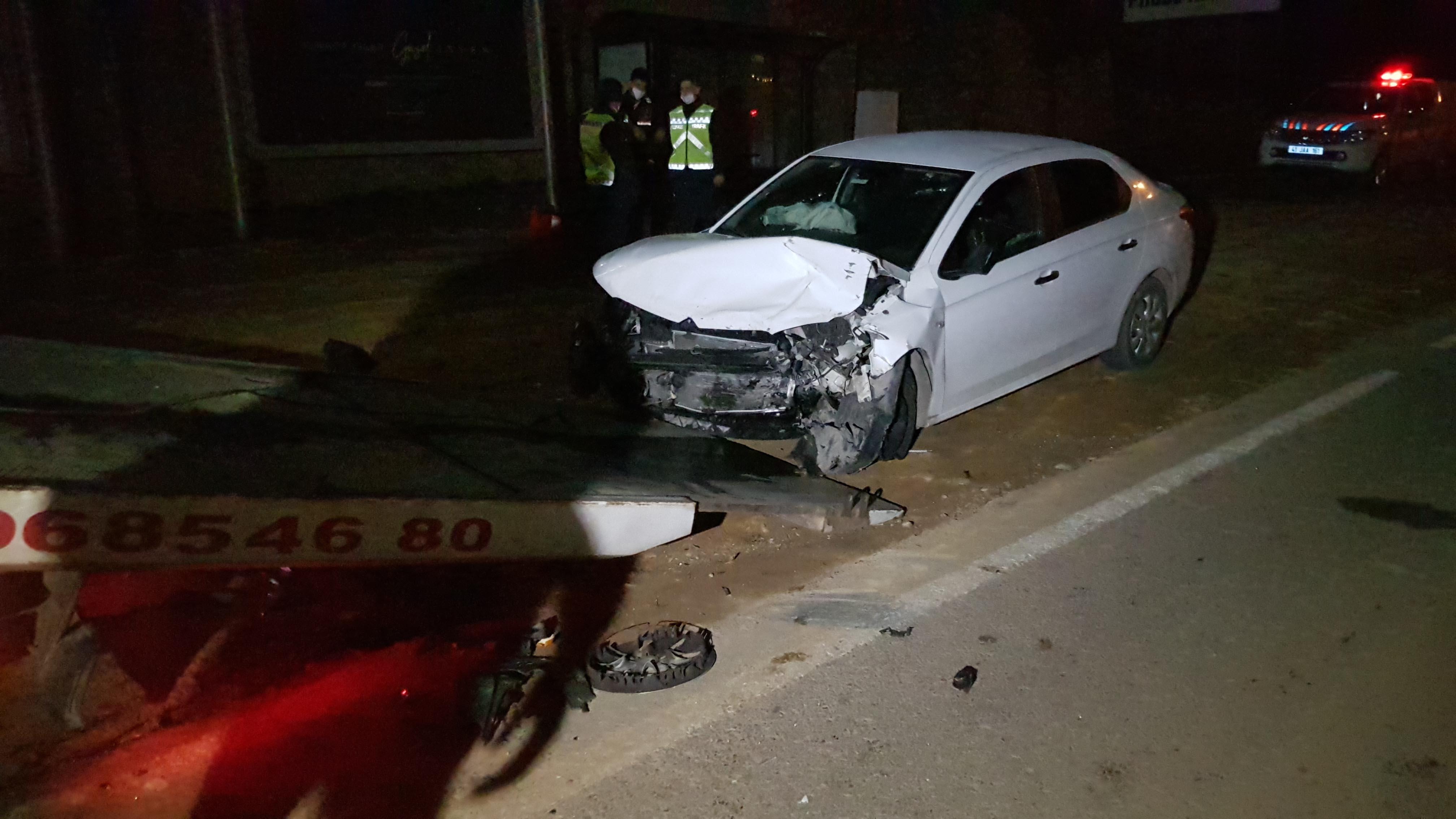 Kocaeli'de minibüs ile otomobil kafa kafaya çarpıştı: 6 yaralı