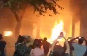 Arjantin'de kadın cinayetine tepki gösteren kadınlar, adalet sarayını ateşe verdi
