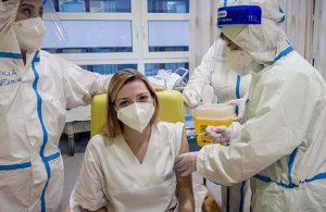 Amerika'da aşı yaptıran hemşire koronavirüse yakalandı, uzmanlar 'beklenmedik değil' dedi!