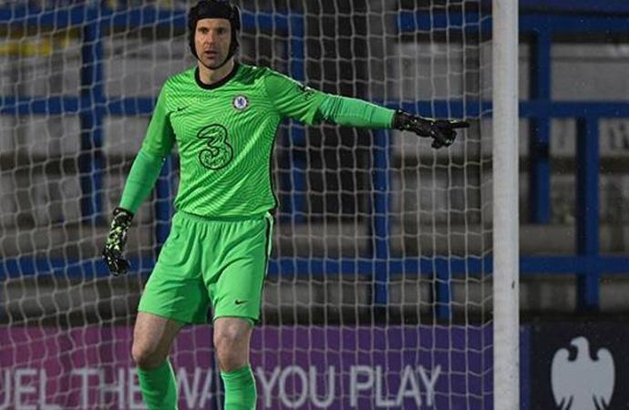 Futbolu bırakan Petr Cech yeşil sahalara geri döndü