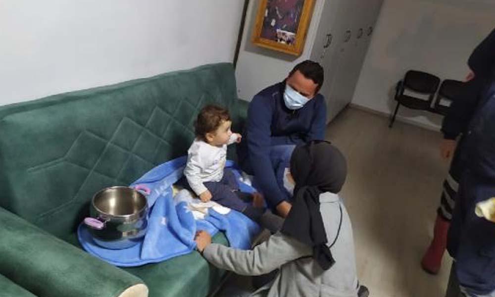 Nevşehir'de düdüklü tencereye sıkışan bebeği itfaiye kurtardı