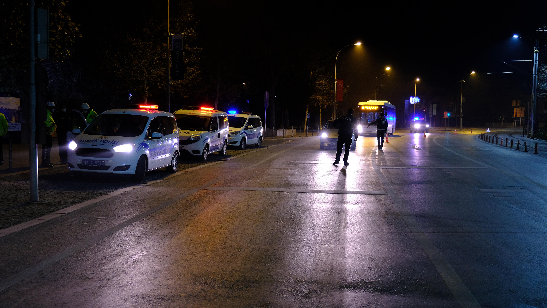 Para cezası alan şahıstan polise: İnşallah arabanız bozulur da benim tamirhaneye gelmezsiniz