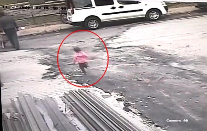 3 yaşındaki çocuğun hayatını kaybettiği kazada sürücü kaçtı!