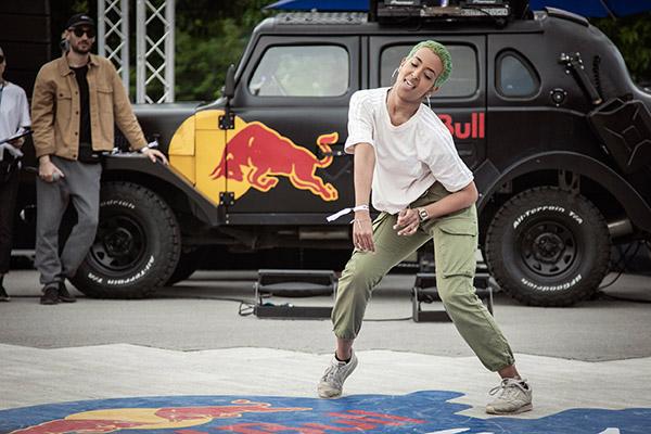TikTok'taki dans mücadelesi belgesele konu oldu