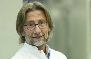 Prof. Dr. Ercüment Ovalı, ciğerlerine inen koronavirüsü 'kokteyl antikorla' 72 saatte iyileştirmiş!