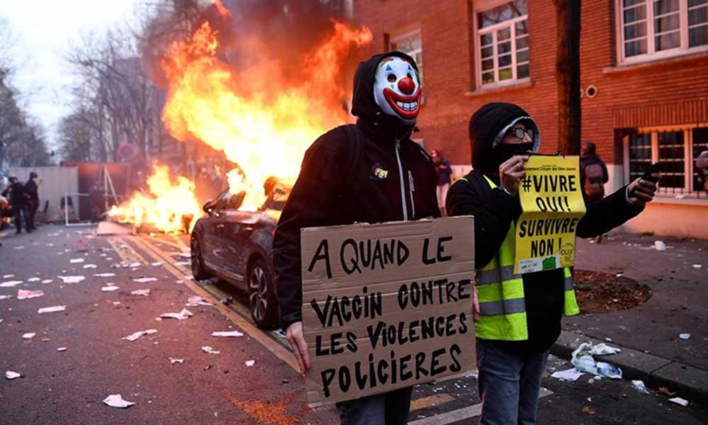 Fransa'da protestolar sürüyor: Eylemciler Paris'te bir banka şubesinin belgelerini ateşe verdi