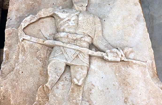 2 bin yıllık 'gladyatör rölyefi'nin Retiarius sınıfına ait olduğu ortaya çıktı