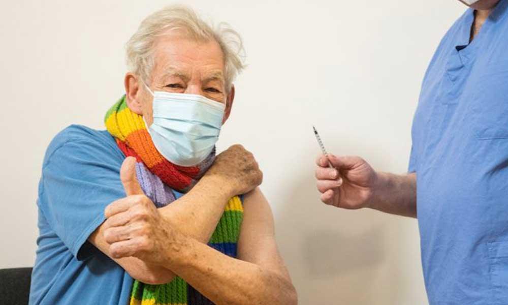 Yüzüklerin Efendisi'nin Gandalf'ı koronavirüs aşısı oldu