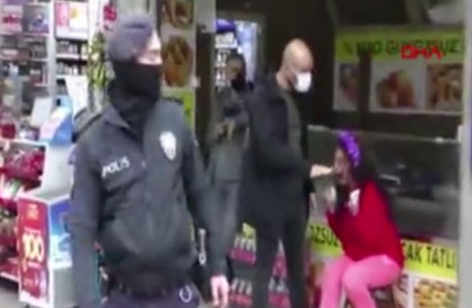 Polisin maske tak uyarısı yaptığı kadın sinir krizi geçirdi