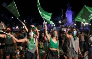 Arjantin, kürtajın yasallaştığı ilk Latin Amerika ülkesi oldu