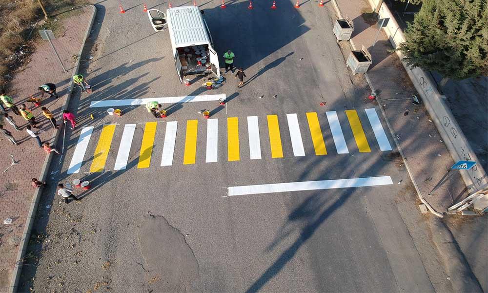 Büyükşehir, çizimleriyle güvenli trafik akışı sağlıyor